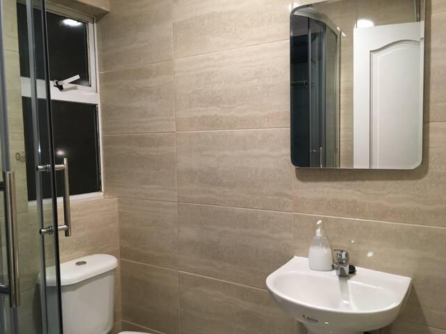 Habitación compartida con baño compartido :)