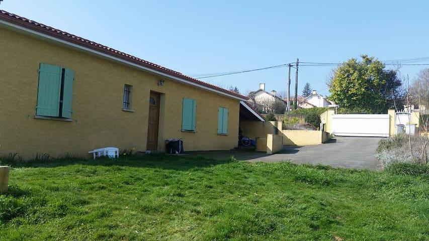 Maison avec jardin au calme - Pouyastruc