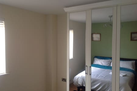 Lovely double bedroo with own bathroom - Dartford - House