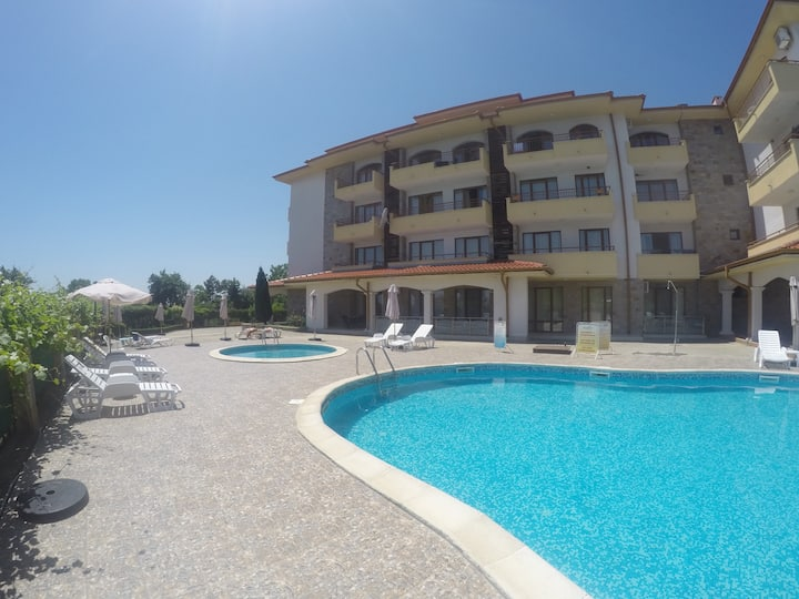 1 bedroom apartment on a beach front complex