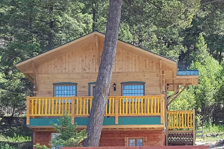 Radium Hot Springs Cabins,  Bighorn cabin