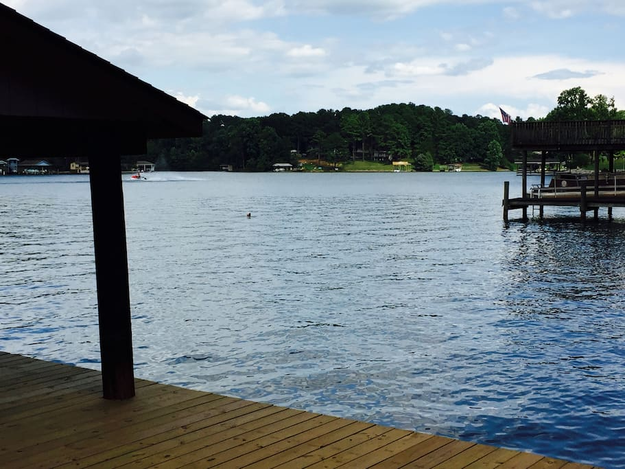 Cove is perfect for swimming and water sports while providing easy access to main lake channel and Bridgewater Plaza (5 mins by water)