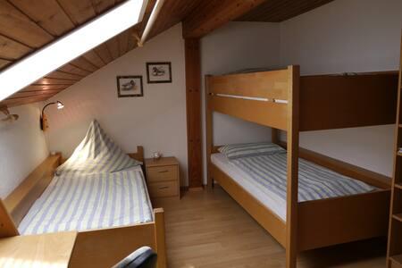 Bett in Gemeinschaftsschlafzimmer 1