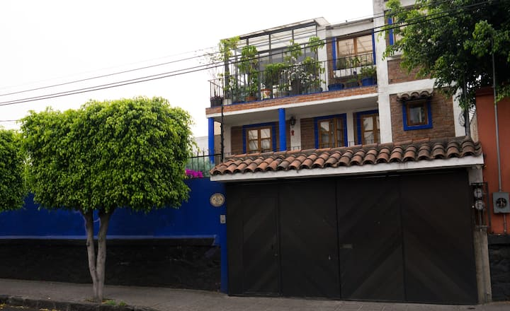 Cosy bedroom in beautiful house in Coyoacan