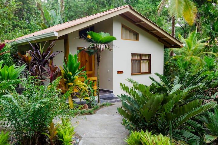 Garden Bungalow, LA IGUANA Room at La Ponderosa