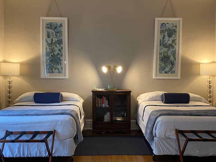 Two beds in one room at One Starling BnB