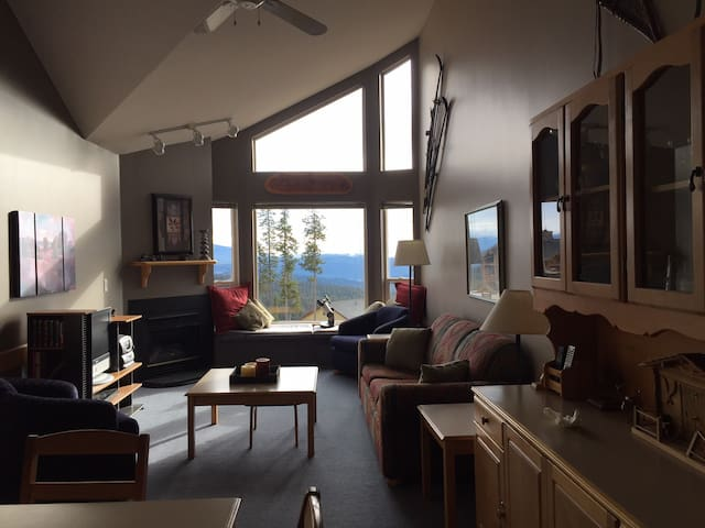 Spacious condo in the heart of Big White