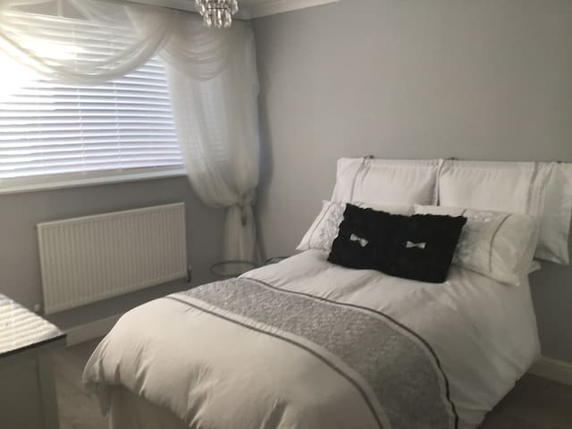 Very Clean tidy friendly B+B double room