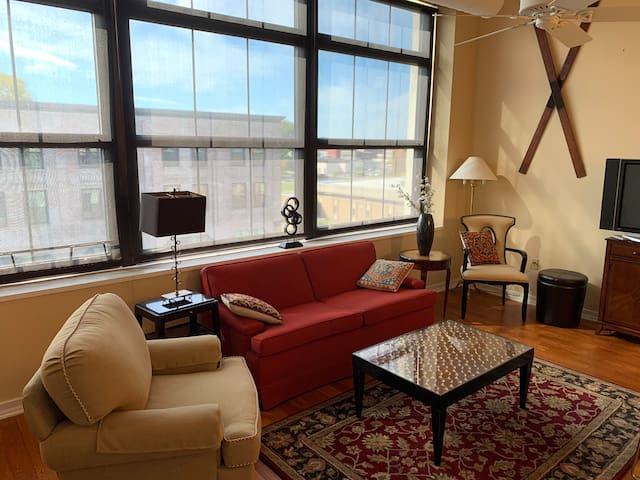 Downtown Erie Private & Comfortable Condo