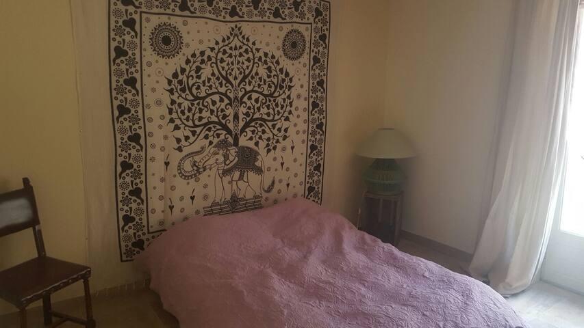 Chambre avec coin salon et salle de bain privée. - Collioure - Apartment