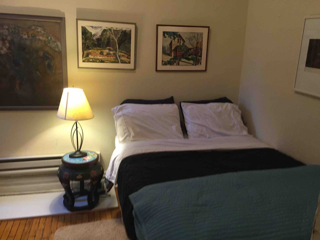 A very cozy private bedroom, full size bed with a brand new firm mattress. Don't expect expect a hotel size room nor any hospitality amenities. My apt  is located in a historic Lincoln Park and a 150 years old landmark building, close to everything!