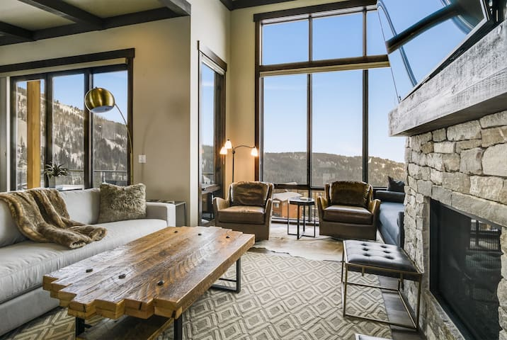 Top floor living space with AMAZING VIEWS