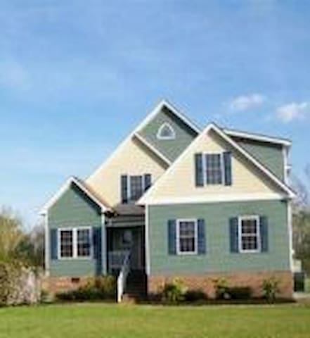 Only mins to Outerbanks sleeps 6 plus!