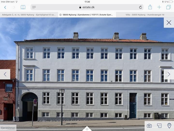 Herskabslejlighed i centrum af Nyborg