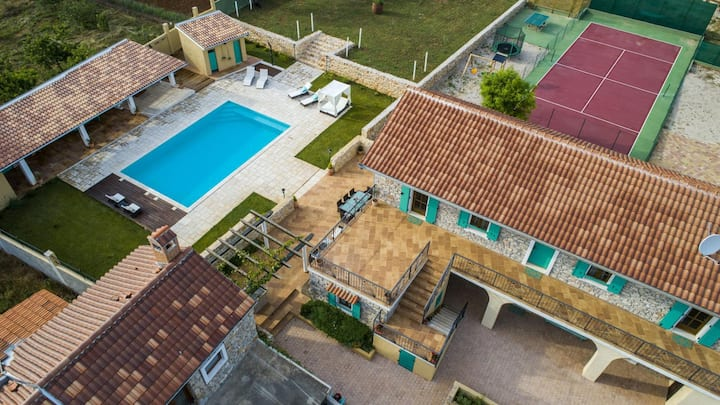 5* Villa Adele with pool, jacuzzi and tennis court
