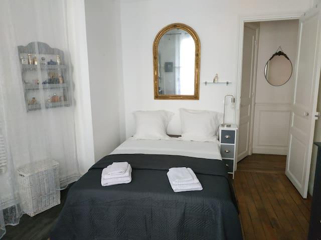 Chambre chez l'habitant (14m2) SdB privative.