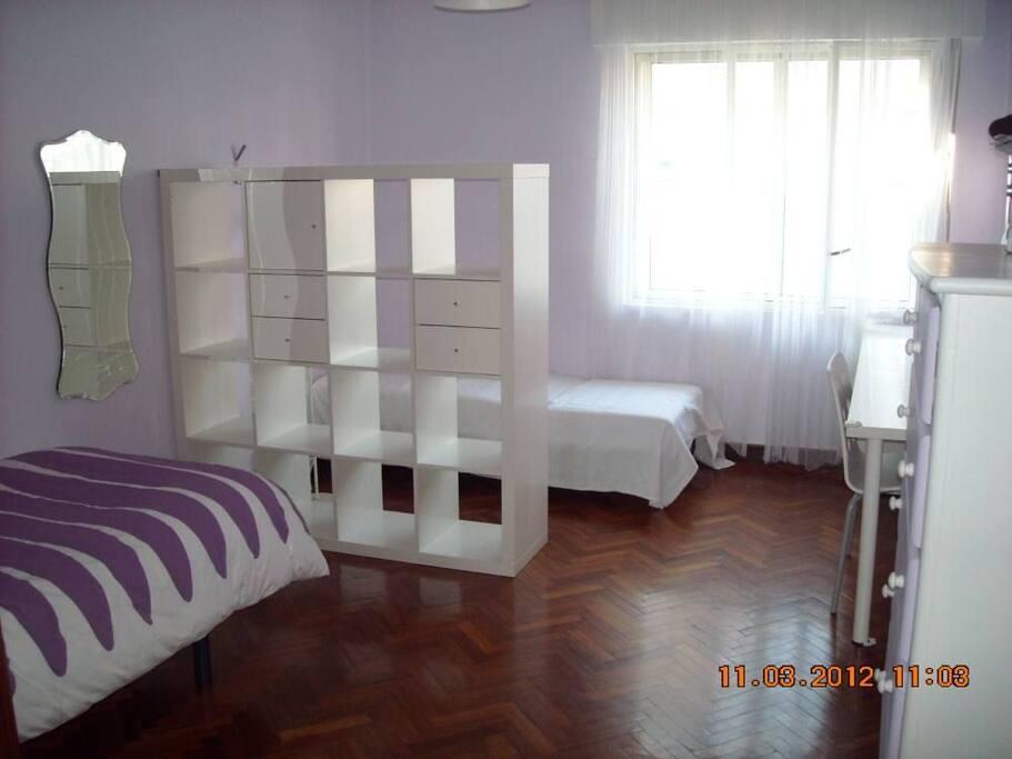Amplio dormitorio con camas individuales