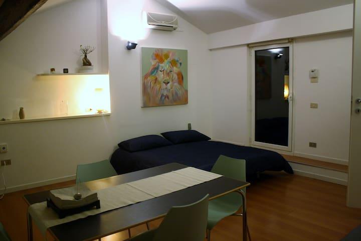 STUDIO FLAT Porta Venezia -Mansarda 1