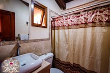 Baño privado de habitacion #8-Private room bathroom # 7