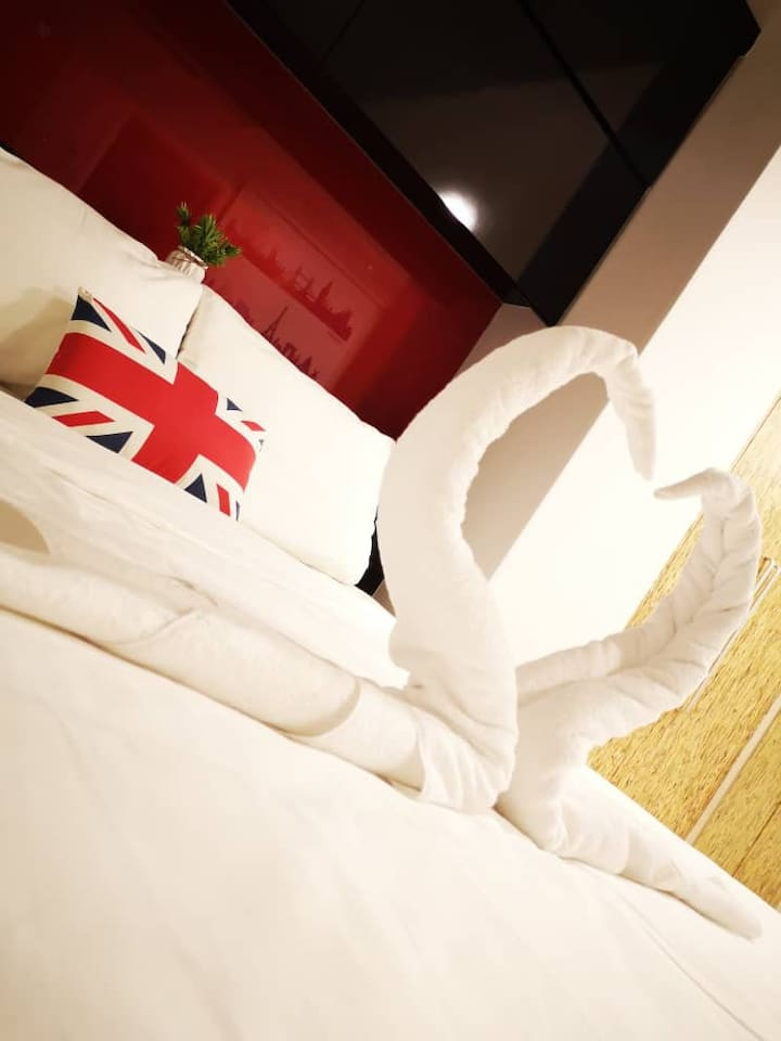 Comfy & Cozy Room with Queen size bed, pillow, blancket, towel, wardrobe, study table, air cond, fan, and 500mbs WiFi