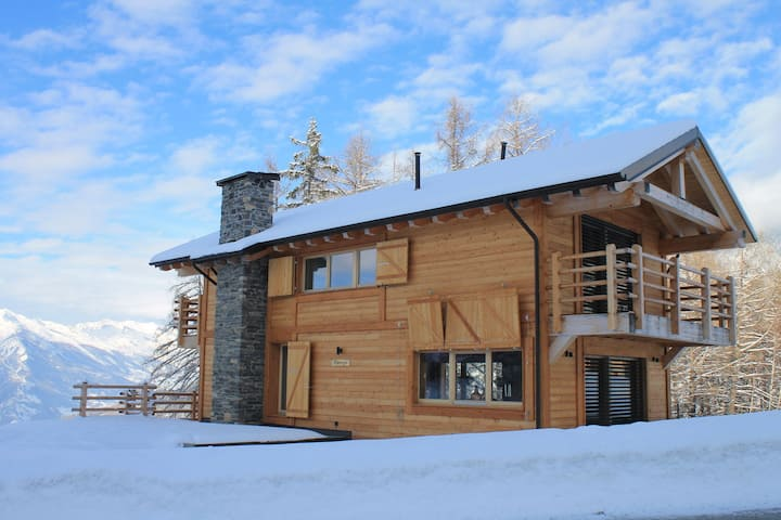 Top chalet with unobstructed views in the middle of the ski resort of La Tzoumaz