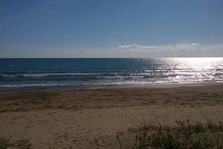 Villa Livia, direttamente sul mare - on the beach - Kiani Akti - 牧人小屋