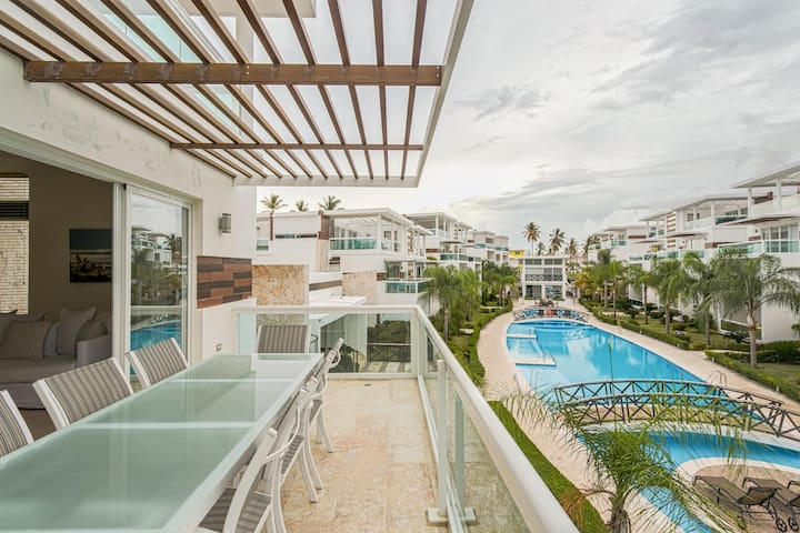 Stylish PH, Walk2Beach!+Pool, Gym, Roof Deck,  BBQ