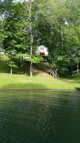 private waterfront three level home - Bedford - Casa