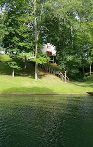 private waterfront three level home - Bedford - House
