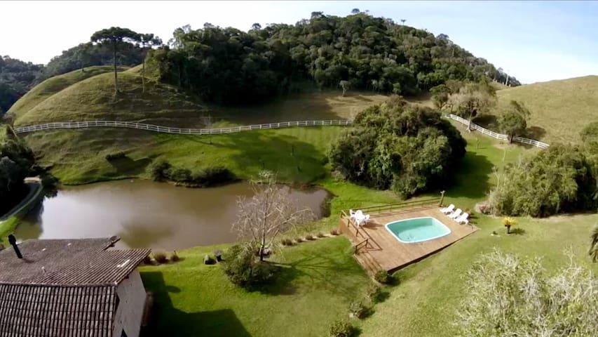Lindo Recanto em Rancho Queimado com piscina!