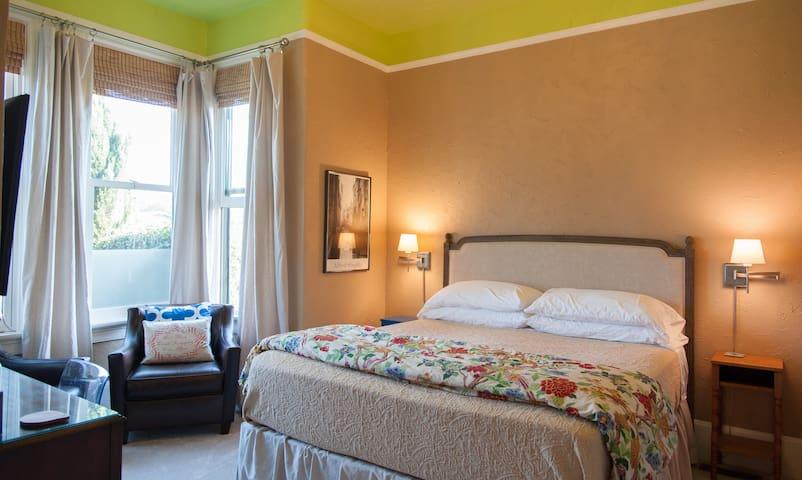 Alameda Huge Private Luxe King Suite