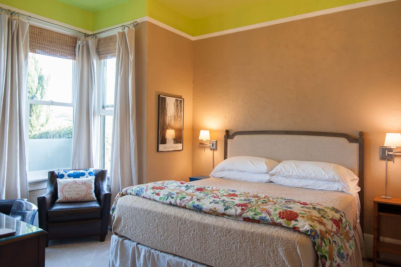 Quiet master bedroom with super comfy bed