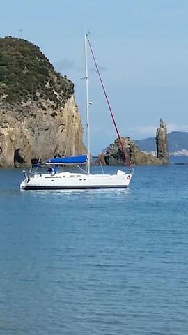 Ponza, Palmarola e Ventotene in barca a vela.