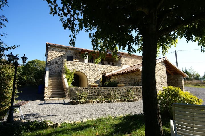 Characteristic house in the heart of Ardèche ideal for two families