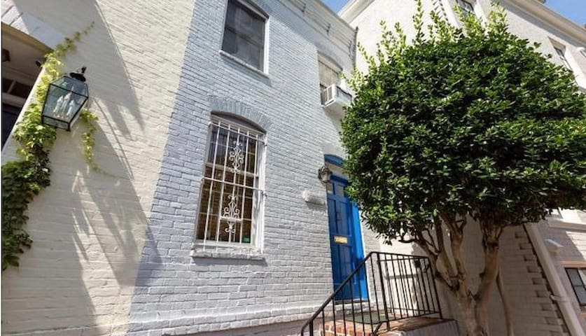 Heart of Georgetown Row House