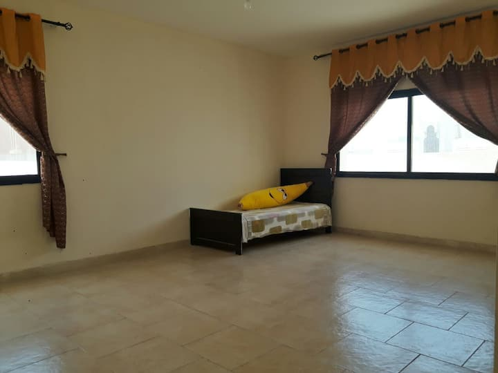 Room in downtown  Abu Dhabi with private entrance.
