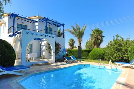 Lemon Grove Ena: Superb villa with pool, A/C