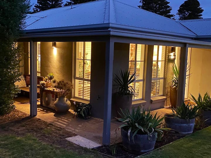 Central Stylish Space in Port Fairy - 2Nine4