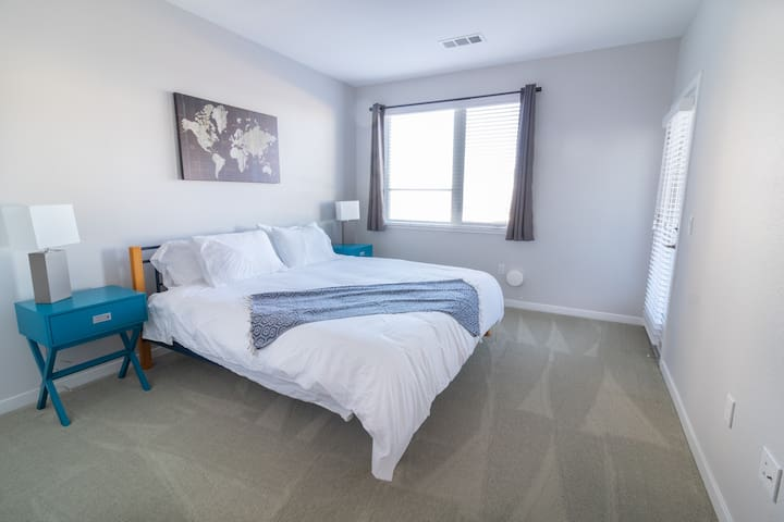 New modern & stylish 1 bed in downtown Austin