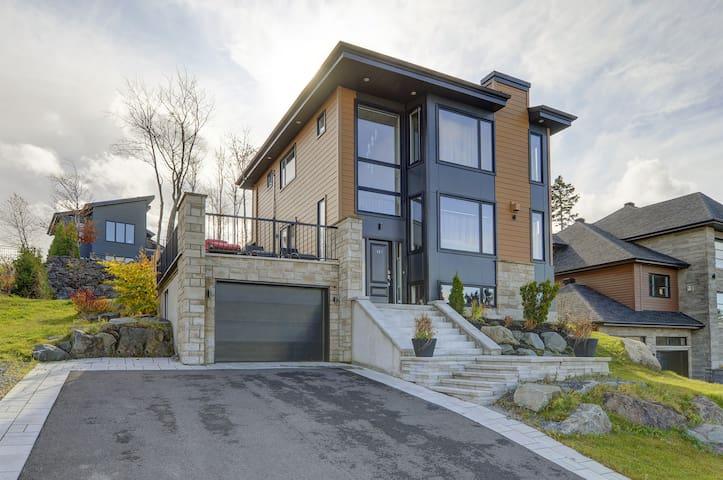 Magnifique maison face au fleuve a 10 min de Qc