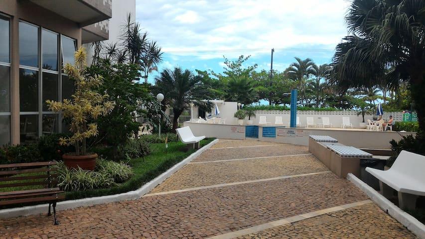 Apartamento no Massaguaçu, frente à praia