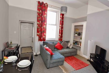 Entire flat - perfect for town and racecourse