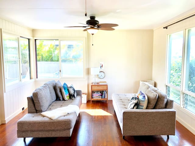 3BD House on North Shore- Walk To Beach