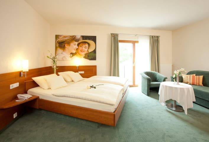 Hotel Adler (Nagold), Doppelzimmer mit Dusche und WC