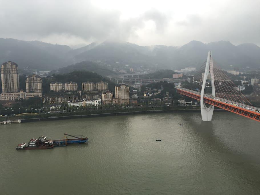 从房间看出去震撼全场的江景和东水门大桥