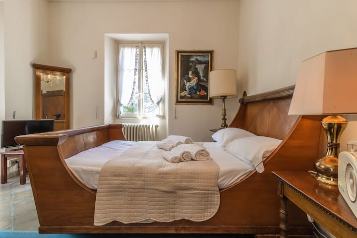 Bedroom with double bed no. 4