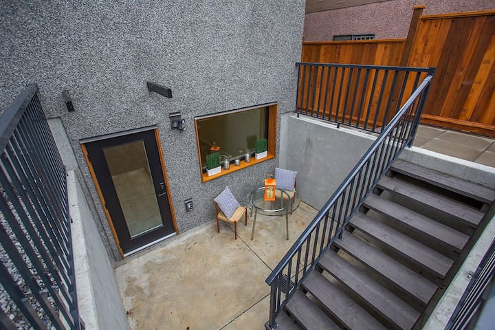Brand New 2 Bedroom Stylish Suite - Vancouver - House