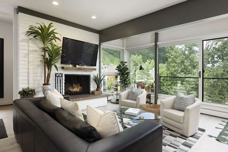 Aspen Mountain Hideaway With Modern Decor And Amazing Views! Fireplace, Pool, Hot Tub, Ski Access.