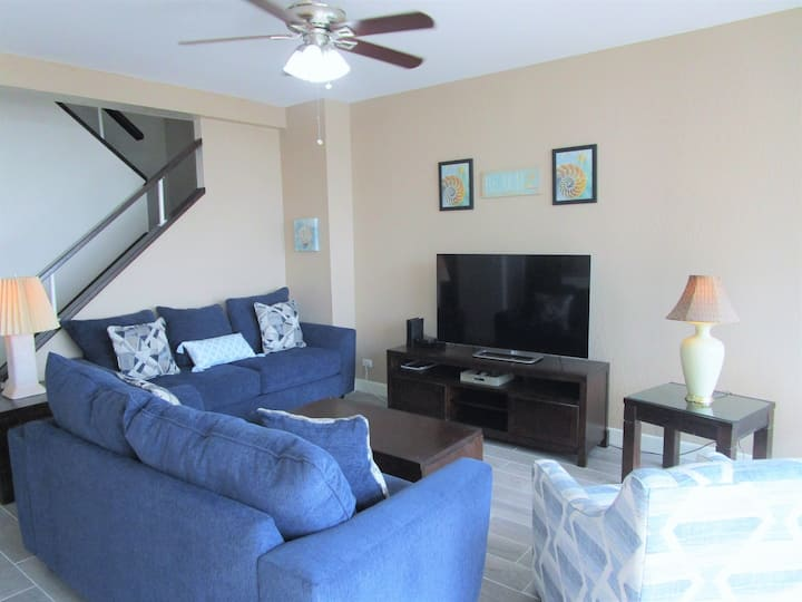 7th floor Cozy 2 Bedroom with Beach and Bay Views!