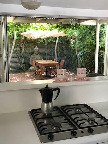 Divine light-filled Cottage with refined charm - Parkside